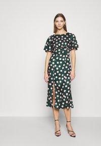 Chi Chi London - COZETTE DRESS - Denní šaty - green - 0