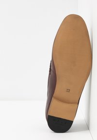 Walk London - GLOVER TRIM - Elegantní nazouvací boty - cognac stone wash - 4