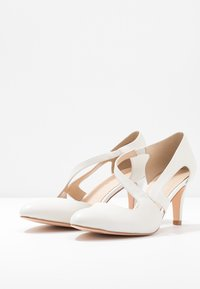 Anna Field - LEATHER CLASSIC HEELS - Classic heels - white - 4