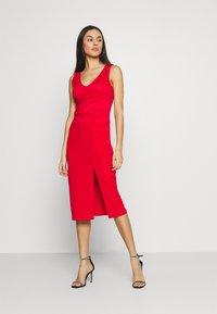 WAL G. - BRINLEY MIDI DRESS - Sukienka z dżerseju - red - 0