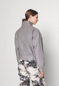 Karl Kani - RETRO SHINY SHORT TRACKJACKET - Summer jacket - grey - 2