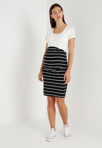 Zalando Essentials Maternity - Pencil skirt - black/off white - 1