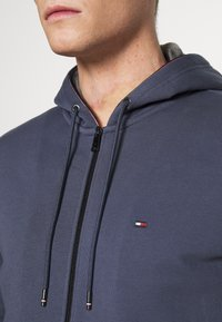 Tommy Hilfiger - BASIC HOODY - veste en sweat zippée - faded indigo - 5