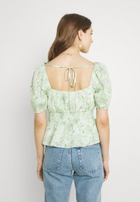 Forever New - RUCHED WAIST DETAIL BLOUSE - Pusero - evergreen paisley - 2