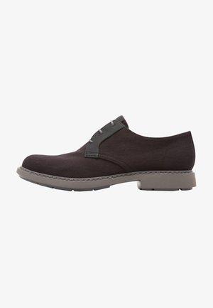 NEUMANN - Zapatos con cordones - black