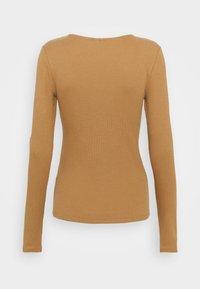 Vero Moda - Maglietta a manica lunga - tobacco brown - 1
