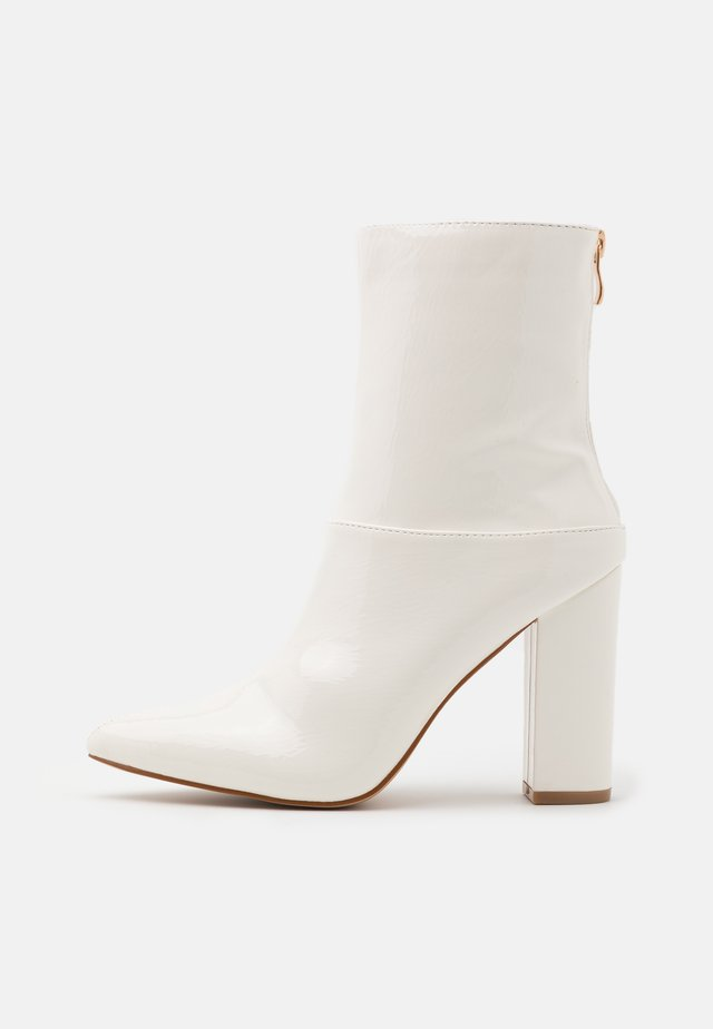 JUNA - High heeled ankle boots - white