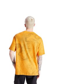 Timberland - ECORIGINAL EK+ POCKET - Print T-shirt - dark cheddar-black - 2