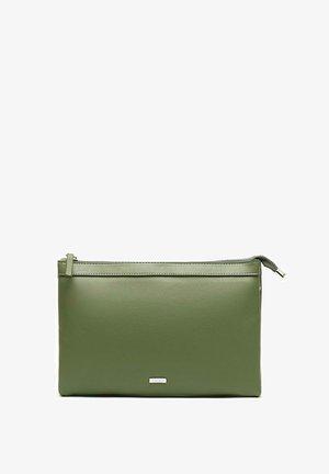 Clutch - Green