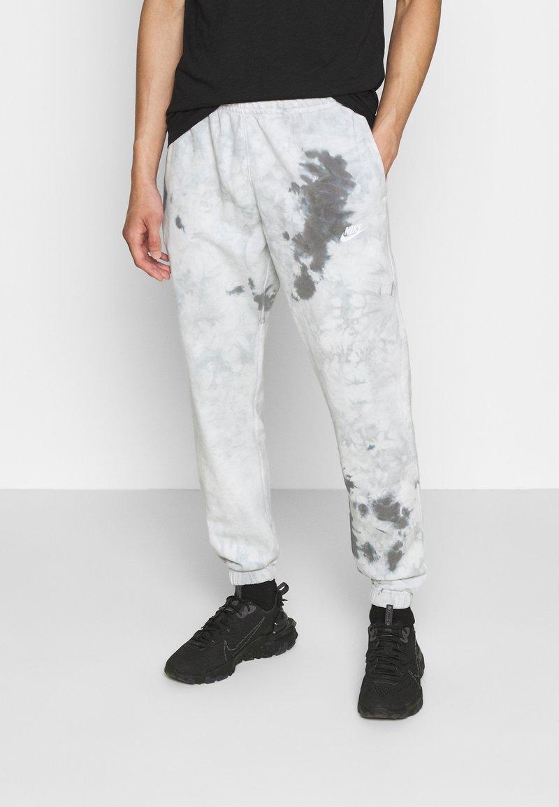 Nike Sportswear - Tracksuit bottoms - smoke grey/iron grey/white