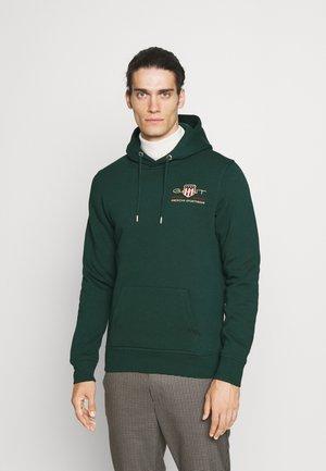 MEDIUM ARCHIVE SHIELD HOODIE - Sweatshirt - tartan green