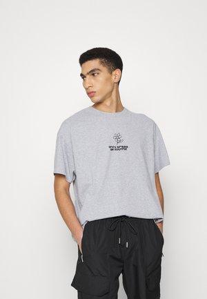 DON'T WORRY BE HAPPY TEE UNISEX - Print T-shirt - grey
