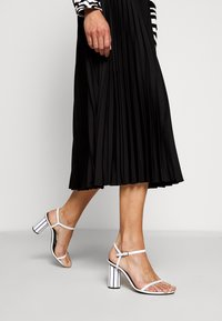 Proenza Schouler White Label - PRINTED PLEATED LONG SKIRT - A-line skirt - black - 3