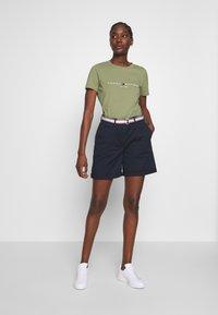 Tommy Hilfiger - NEW TEE  - Print T-shirt - faded olive - 1
