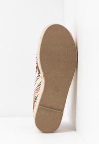 mtng - NEW TESSY - Espadrilky - coral - 6