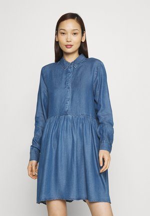 VMLIBBIE SHIRT DRESS - Denim dress - medium blue denim