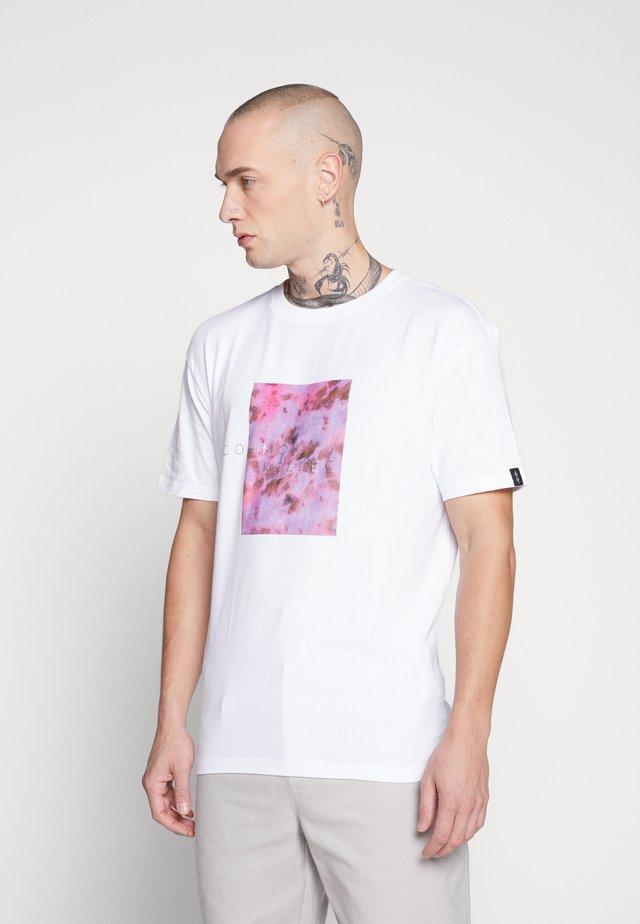 UNISEX LOGO PRINTED BLOCK TEE - Printtipaita - white