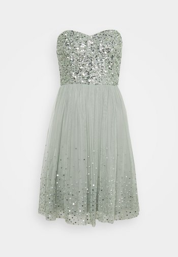 BANDEAU EMBELLISHED DRESS - Koktejlové šaty/ šaty na párty - soft sage green
