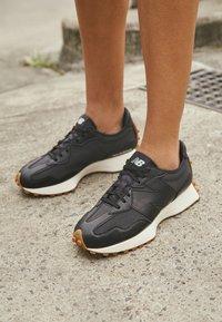 New Balance - WS327 - Trainers - black - 4