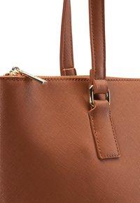usha - Handbag - cognac - 4