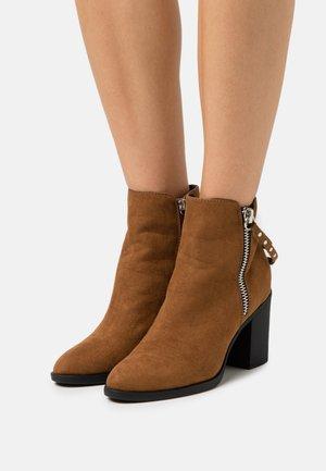 ONLTALEEN LIFE ZIPPER  - Classic ankle boots - cognac