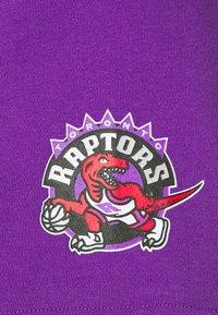 Mitchell & Ness - NBA TORONTO RAPTORS GAMEDAY HOODY - Hoodie - purple/raptors purple - 6