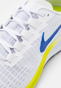 Nike Performance - AIR ZOOM PEGASUS 37 - Neutrala löparskor - white/racer blue/cyber/black/pure platinum - 5