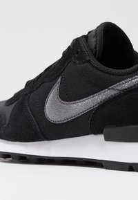 Nike Sportswear - INTERNATIONALIST - Sneakers - black/dark grey - 2