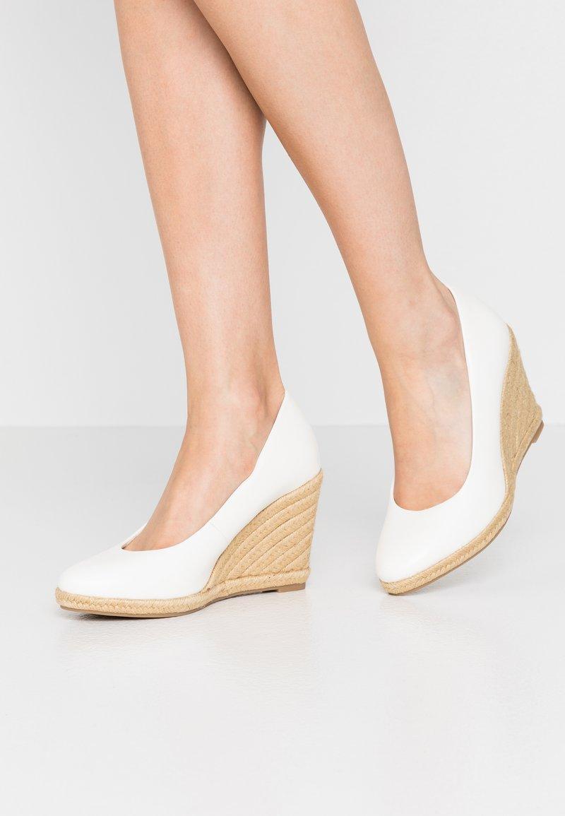 Tamaris - COURT SHOE - Hoge hakken - white