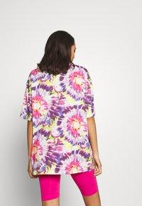 Monki - CISSI TEE  - T-shirts - white/pink - 2