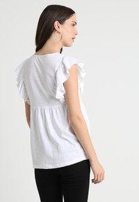 JoJo Maman Bébé - BRODERIE ANGLAISE - Print T-shirt - white - 2