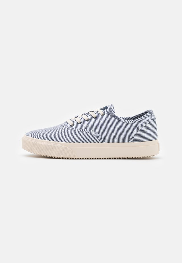 AUGUST - Sneakers basse - navy/white/denim