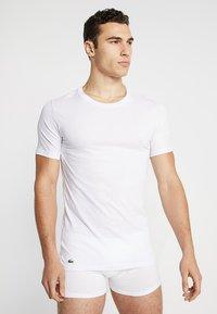 Lacoste - SLIM FIT TEE 3 PACK - Undershirt - weiss - 1