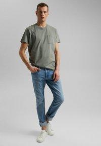 Esprit - Basic T-shirt - light khaki - 1