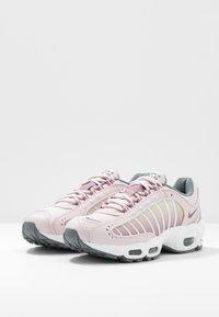 Nike Sportswear - AIR MAX TAILWIND - Sneakersy niskie - barely rose/smoke grey/plum dust/white/fossil - 4