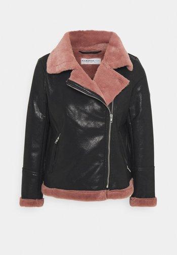 LADIES COAT - Faux leather jacket - black/pink