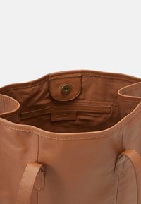 Zign - LEATHER - Shoppingveske - cognac - 4