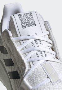 adidas Performance - SENSEBOOST GO SHOES - Scarpe running neutre - white - 8