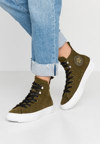 Converse - CHUCK TAYLOR ALL STAR HIKER FINAL FRONTIER - High-top trainers - surplus olive/white/black - 0