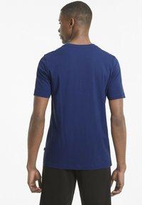 Puma - ESSENTIALS LOGO MAND - Print T-shirt - elektro blue - 2