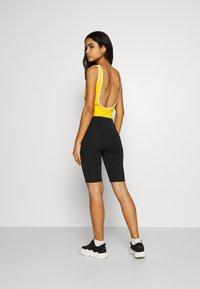 Karl Kani - SMALL SIGNATURE CYCLING - Shorts - black - 2