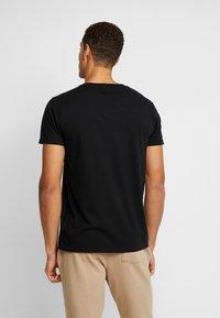Hollister Co. - CREW - Camiseta estampada - black - 2