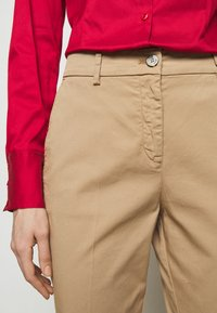 HUGO - HECIA - Chino kalhoty - light beige - 3