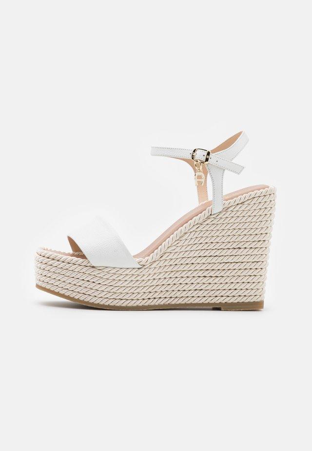 GRACE - Sandały na platformie - white