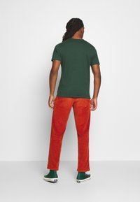 Levi's® - HOUSEMARK GRAPHIC TEE - Print T-shirt - green - 2