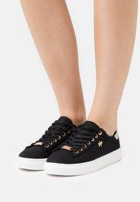 Mexx - CRISTA - Sneakers laag - black - 0