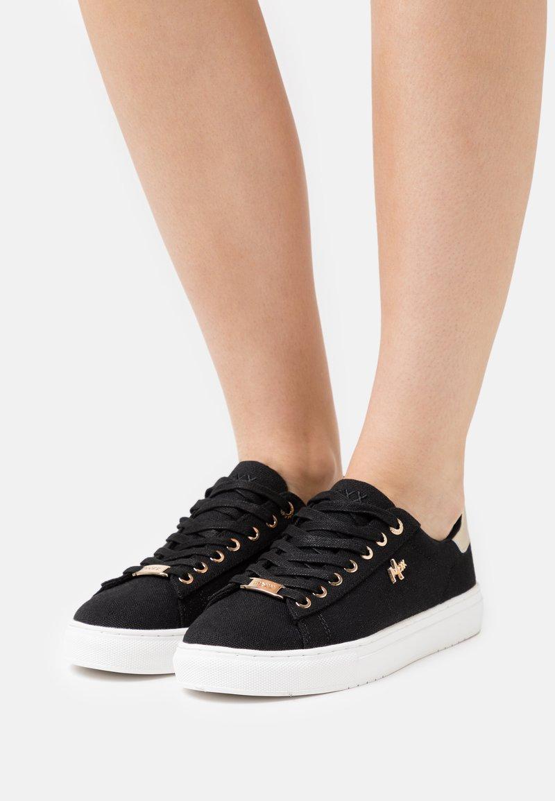 Mexx - CRISTA - Sneakers laag - black