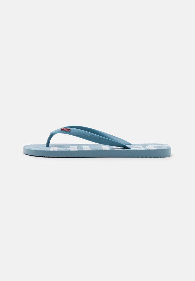 ONFIRE - Sandály s odděleným palcem - medium blue