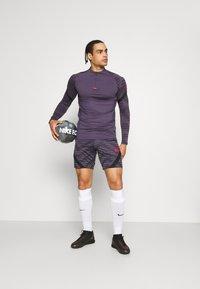 Nike Performance - STRIKE - Urheilushortsit - black/dark raisin/siren red - 1