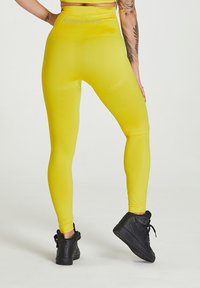 carpatree - SEAMLESS LEGGINGS MODEL ONE - Collant - yellow - 2